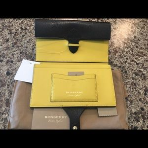 NWT Burberry Two Tone Shield Wallet